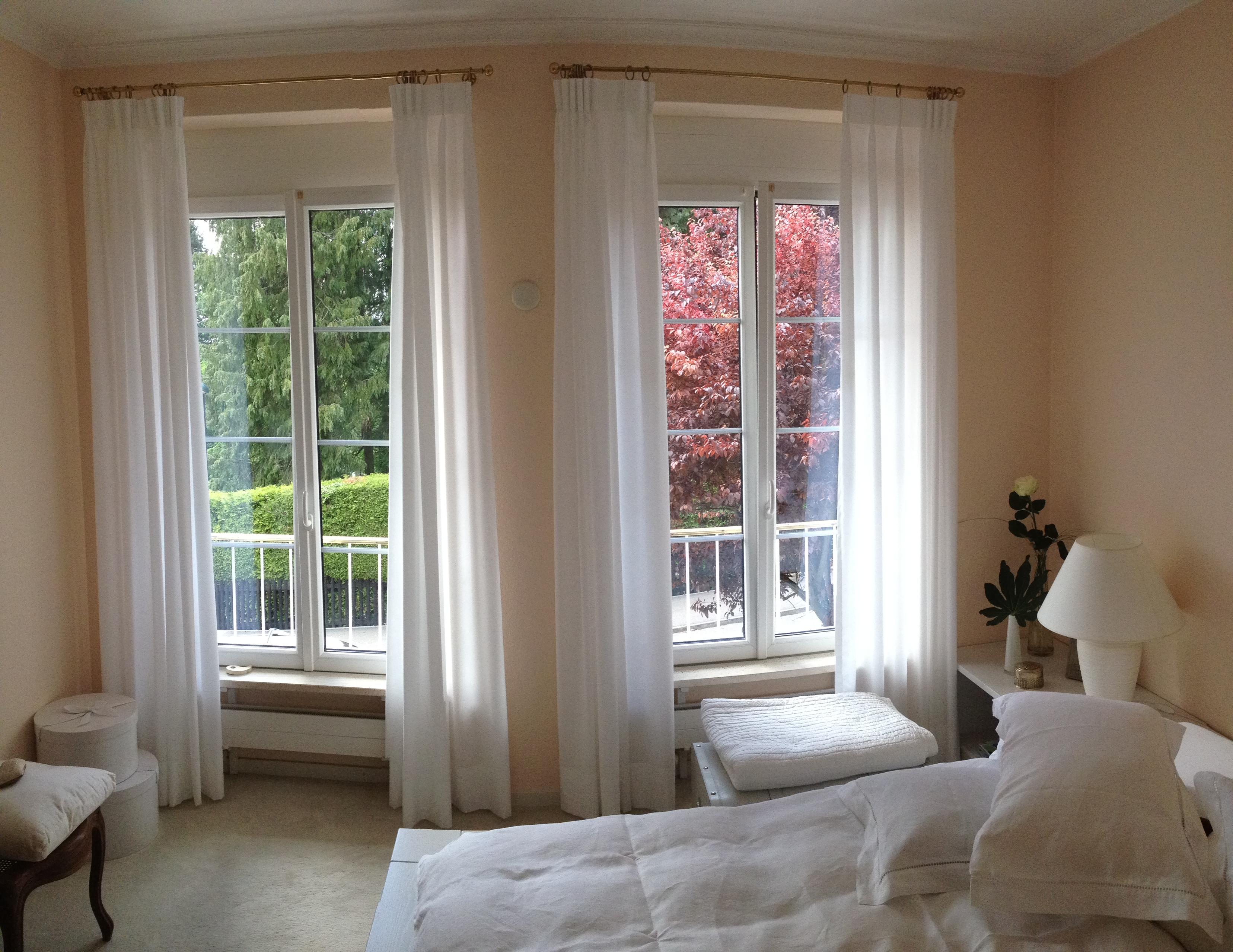 blickdichter stoff an stangengarnitur mit fl mischem kopf. Black Bedroom Furniture Sets. Home Design Ideas